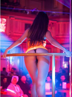Goldfingers Stripclub Praag - Entree + privé tafel + 4 bier p.p.